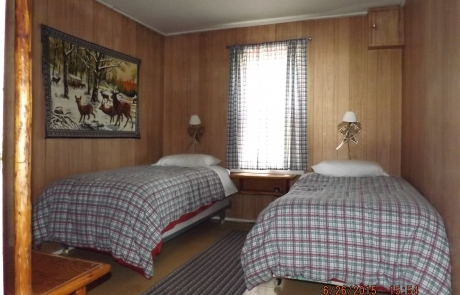 Birch Lake Lodge - Cabin #1 Bedroom